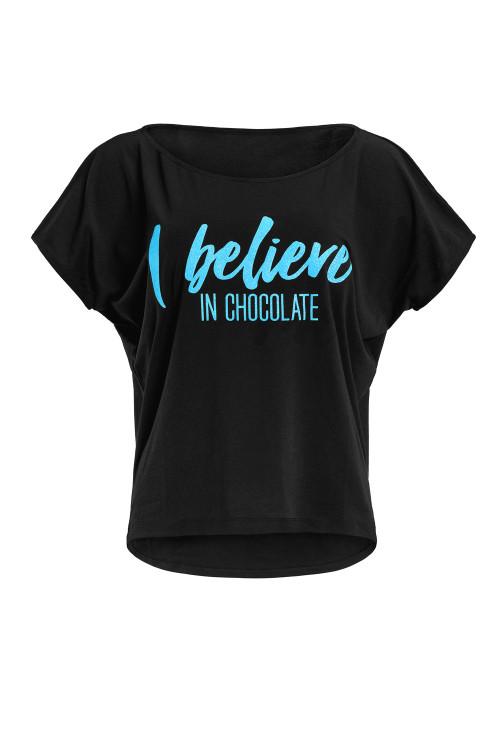 """Ultra leichtes Modal-Kurzarmshirt MCT002 mit neon blauem Glitzer-Aufdruck """"I believe in chocolate"""", schwarz"""