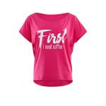 """Ultra leichtes Modal-Kurzarmshirt MCT002 mit weißem Glitzer-Aufdruck """"First I need coffee"""", deep pink"""